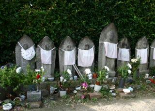 六地蔵・南吉の墓(北谷墓地)